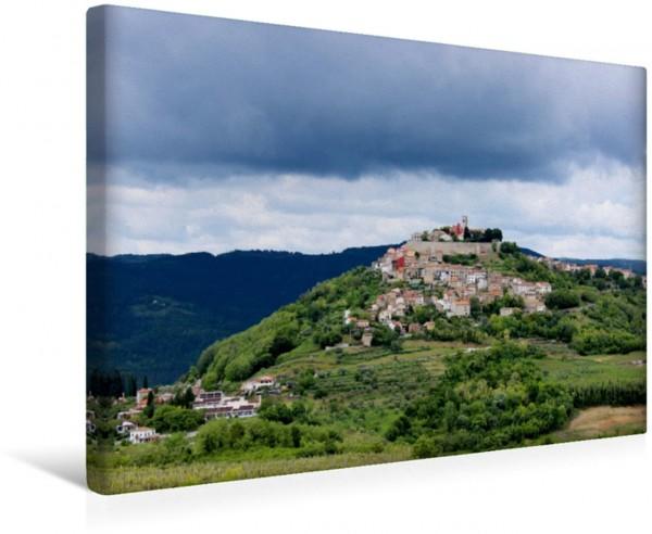 Wandbild Motovun kurz vor dem Regen Frühling in den Bergen von Istrien von Karen Erbs Frühling in den Bergen von Istrien von Karen Erbs