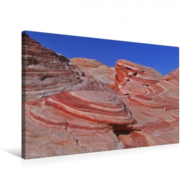 Wandbild Rote Felsen im Valley of Fire, Nevada Schwungvolle Felsen in farbenfrohen Schattierungen von Orange über Violett bis Feuerrot. Schwungvolle Felsen in farbenfrohen Schattierungen von Orange üb