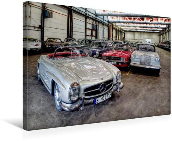 Wandbild Sternstunden: Der 300 SL Roadster und andere Mercedes-Klassiker in der größten der Heiligen Hallen.