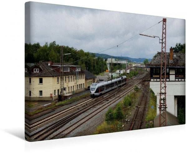 Wandbild Bahnhof Kreuztal im Siegerland Bahnhof Kreuztal im Siegerland ET 23xxx als ABR 89462 Essen - Siegen Bahnhof Kreuztal im Siegerland ET 23xxx als ABR 89462 Essen - Siegen