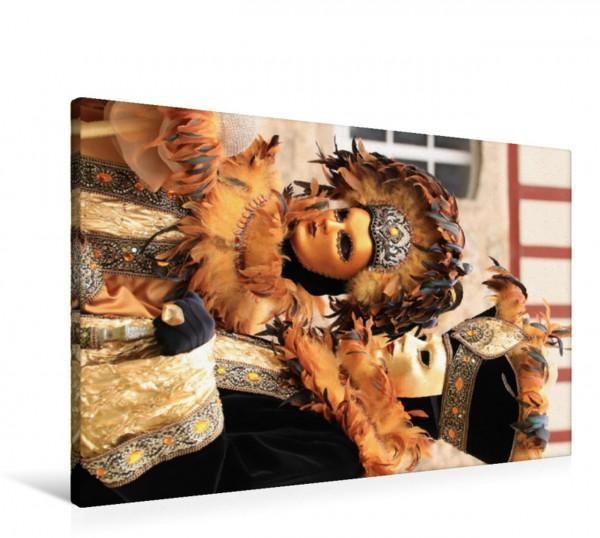 Wandbild Fröhlich und närrisch unterwegs mit der farbenfrohen Maske beim venezianischen Karneval in Schwäbisch Hall Kupfernes Karnevalistenpaar - jede Maske und jedes Kostüm ist sehenswert und fast im