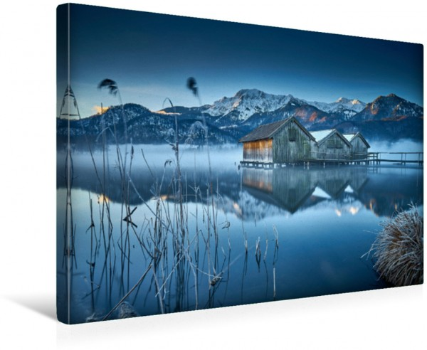 Wandbild Am Wasser entlang in den Alpen