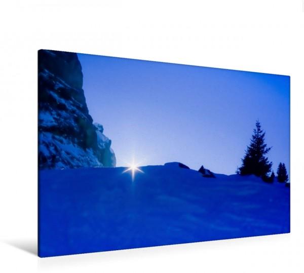 Wandbild Sonnenstrahl Lichtstrahl hinter Bergkamm im Schnee, Wanderweg zur Großen Scheidegg, Berner Alpen Berner Oberland, Westalpen, Schweizer Alpen, Schweiz Ein poetisches Foto von Licht Gebirge u