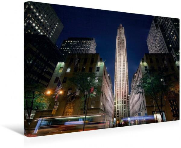Wandbild Rockefeller Center   New York Das Rockefeller Center zur blauen Stunde von der 5. Avenue fotografiert Das Rockefeller Center zur blauen Stunde von der 5. Avenue fotografiert
