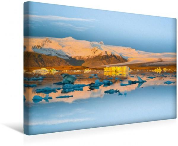Wandbild Jökulsárlón, Island Leuchtender Sonnenaufgang zwischen Gletscher und Meer Leuchtender Sonnenaufgang zwischen Gletscher und Meer