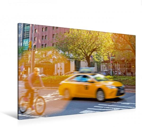 Wandbild Radfahrer und die gelben Taxis - das typische Straßenbild in der Park Avennue Yellow Cabs New York City USA Yellow Cabs New York City USA