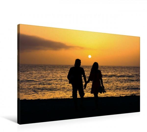 Wandbild Romantischer Spaziergang Hand in Hand am Strand entlang