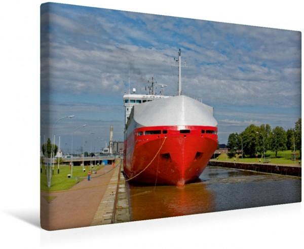 Wandbild Autofähre in der Seeschleuse Eine Autofähre ist in die Seeschleuse in Emden Ostfriesland eingelaufen Eine Autofähre ist in die Seeschleuse in Emden Ostfriesland eingelaufen