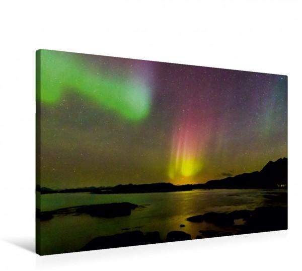 Wandbild Aurora Lofotis: Polarlicht über den Lofoten Komet: Dieses ungewöhnliche Polarlicht sieht aus wie ein Komet der ins Meer zu stürzen scheint. Komet: Dieses ungewöhnliche Polarlicht sieht aus wi