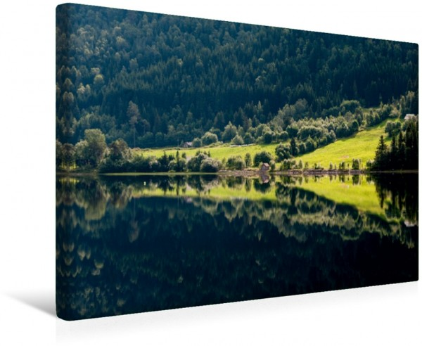 Wandbild Leuchtendes Sommergrün am Vågåvatnet, Norwegen Leuchtendes Sommergrün am Vågåvatnet Norwegen Leuchtendes Sommergrün am Vågåvatnet Norwegen
