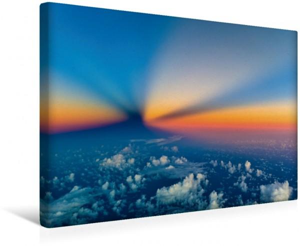Wandbild Flug in den Erdschatten Flug in die Nacht ein seltener Zufall - die Strahlen der Sonne direkt hinter uns überlagern den langsam ansteigenden Erdschatten Flug in die Nacht ein seltener Zufall