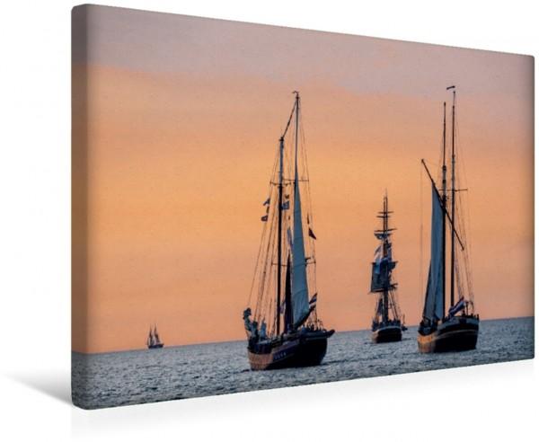 Wandbild Windjammer auf der Ostsee im Abendlicht Segelschiffe auf der Ostsee im Sonnenuntergang Segelschiffe auf der Ostsee im Sonnenuntergang