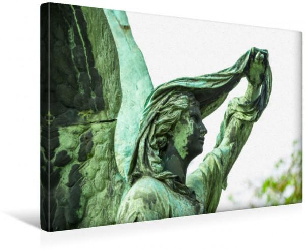Wandbild Weiblicher Engel mit Tuch schaut in die Ferne, Friedhöfe an der Bergmannstraße, Kreuzberg, Berlin